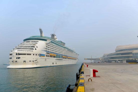 """亚洲在航最大邮轮""""海洋航行者""""号开启今年天津母港"""