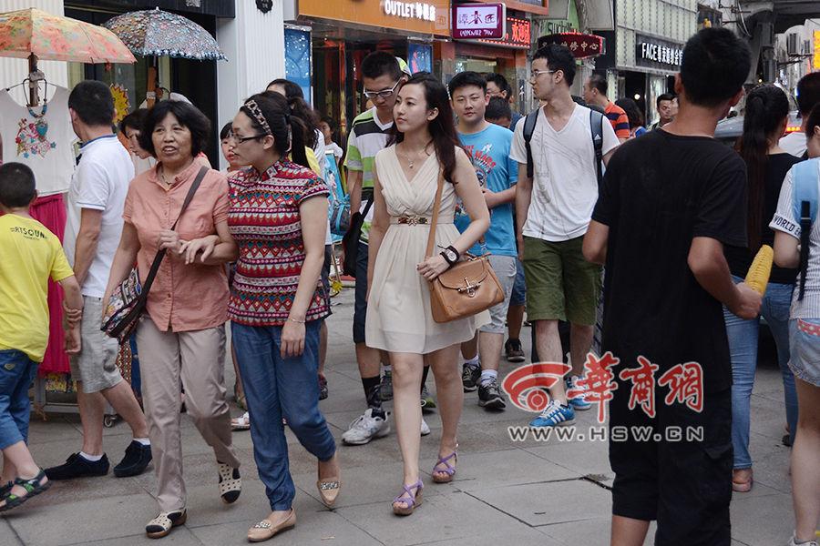 小姜也喜欢逛街
