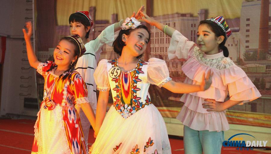 新疆少数民族女孩 各民族服饰简笔画