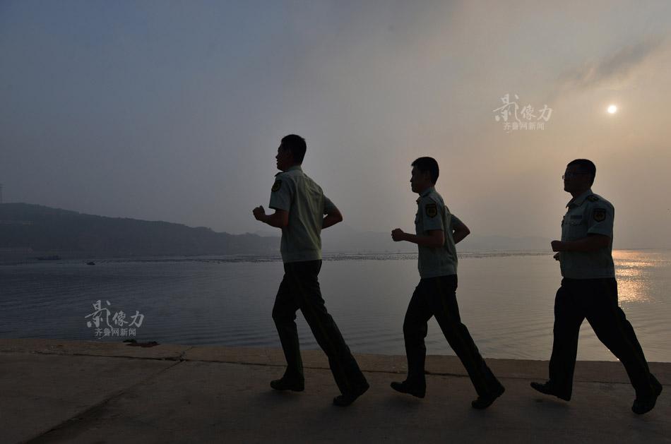 """四个人的""""孤岛派出所"""":向大海吼喊驱散孤独"""