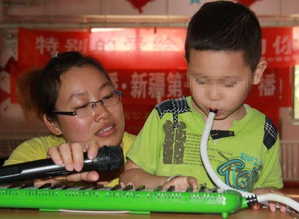 特别的爱给特别的你---雨虹智障儿童康复中心教师节爱心联欢会今日举行