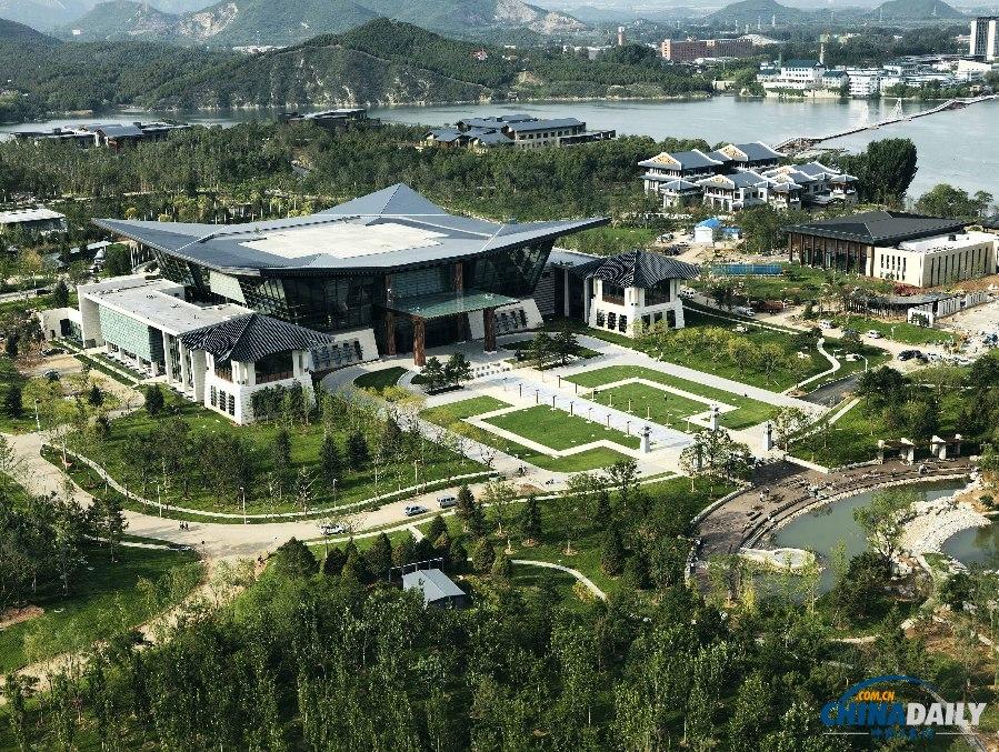 北京怀柔雁栖湖湖心岛apec峰会国际会议中心. (马文晓 摄)