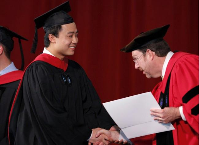 明泽和薄瓜瓜同校吗_明韩寒等人被评为中国80后十大杰出代表人物,2009年5月10日,薄瓜瓜