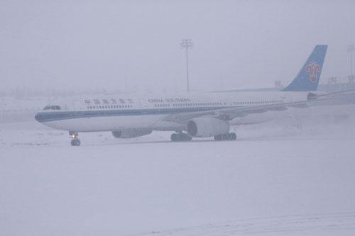 南航新疆分公�9�n�i�_雨雪来袭 南航新疆分公司全力以赴保春运