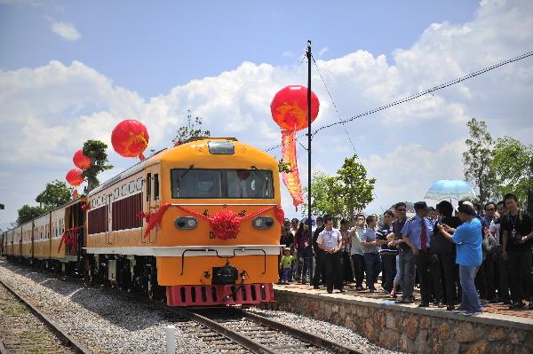 云南建水古城小火车5月1日起正式运营
