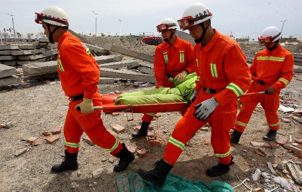 新疆克拉玛依举行地震救援实战拉动演练