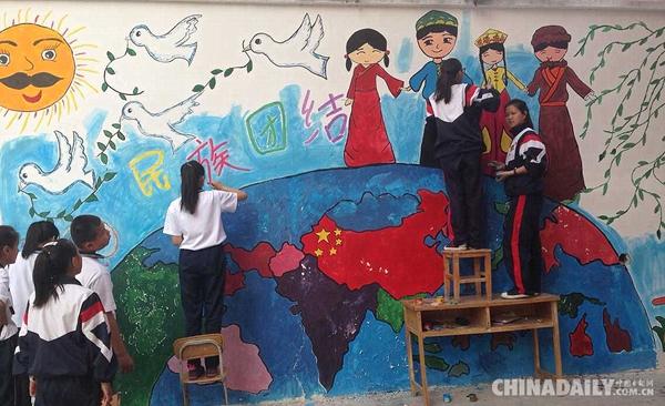 轮台县中学生 民族 团结 绘画 赞 和谐 中国日报