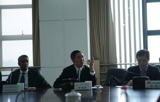 校长李建东教授发言