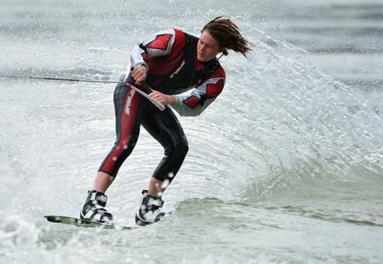 第五届中国摩托艇联赛暨中美澳艺术滑水明星对抗赛激情开赛 l67传奇国际 第3张