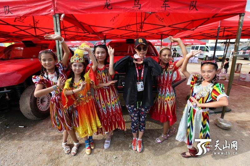 新疆和硕县第四小学同学参观环塔和硕大本营