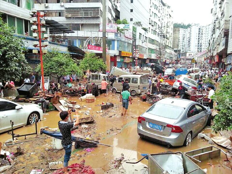 巴中车所在哪_巴中南江洪水退后数百辆汽车成\