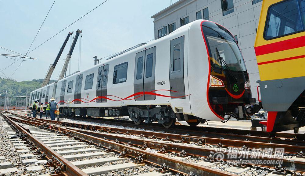 高清组图:福州地铁列车来啦
