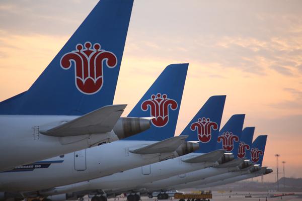 南航新疆分公�9�n�i�_疆内最大规模支线机队:南航新疆分公司e190型飞机-冯明远