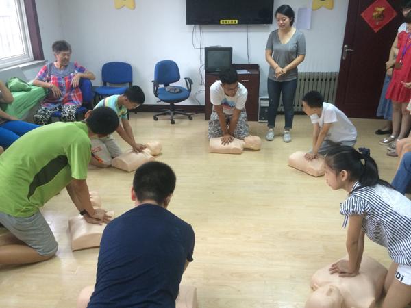 青岛八大湖街道办事处亢家庄社区的青少年在专业