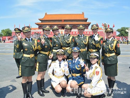 阅�_白求恩医务士官学校受阅女兵载誉归来:这辈子值了