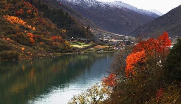四川白马王朗自然景区首届雪山彩林节将于17日开幕