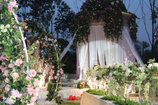 哈尔滨凯宾斯基酒店:花园草坪婚礼秀浪漫
