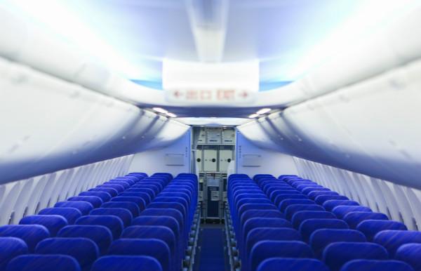 飞机客舱布局与南航新疆分公司现有737-800型飞机