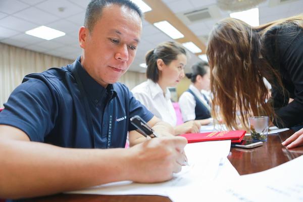 南航新疆分公司关注新员工成长培养结硕果