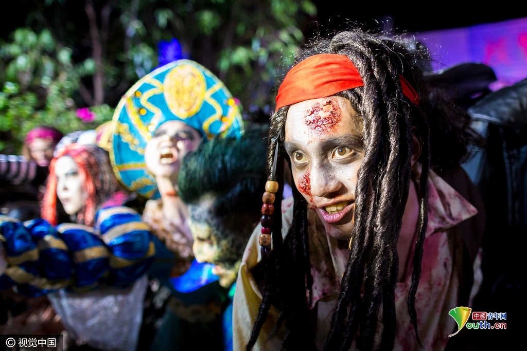 广东珠海长隆万圣节狂欢派对 妖魔鬼怪扮相逼真