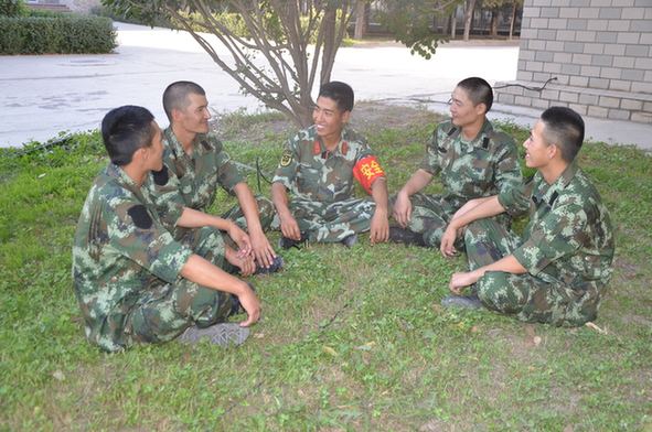 武警新疆森林总队新兵大队 少数民族战士成为 新训之星图片