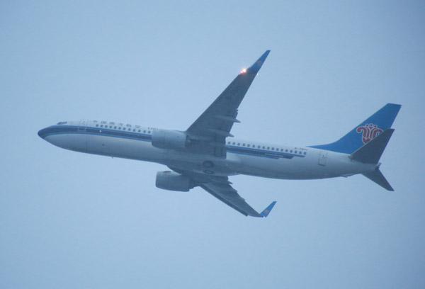 乌鲁木齐机场迎雨雪天气 南航在疆航班平稳运行