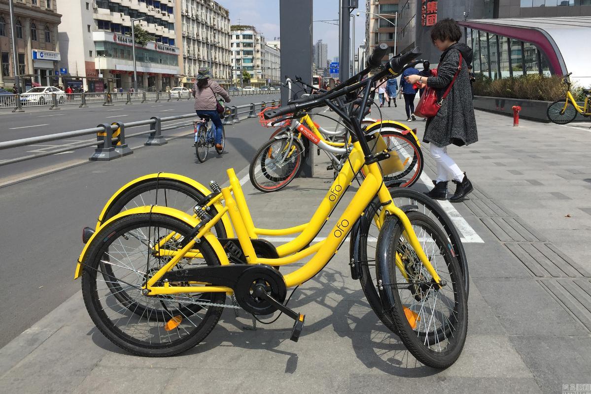 成都共享单车维修点 工人日维修近百辆