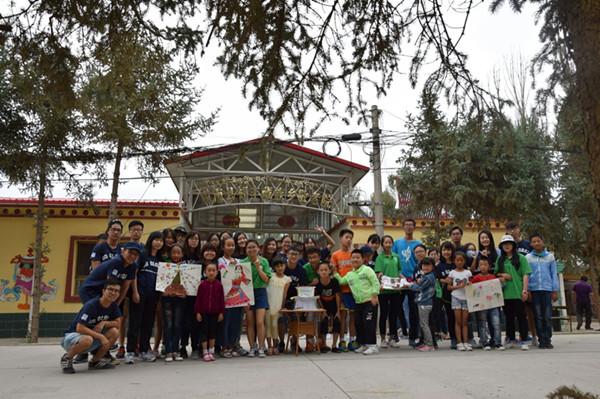 香港甘肃两地大学生访问祁丰藏族社区 调研东纳藏族文化