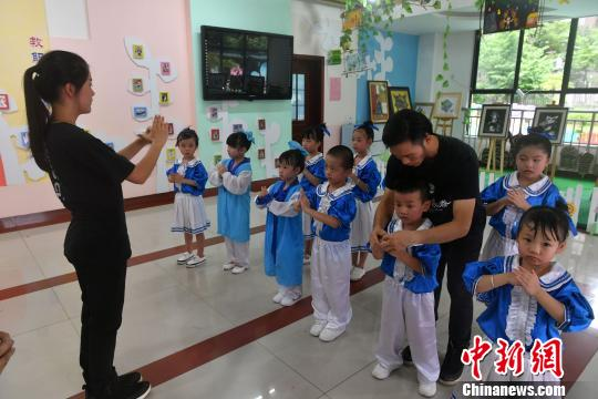 福建非遗保护从幼儿抓起 咏春拳首次走进幼儿园
