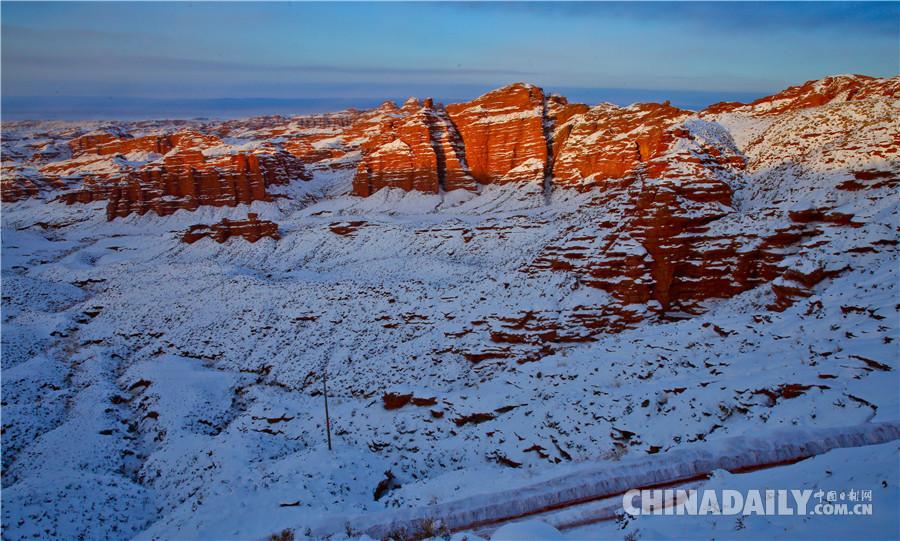 2018年12月5日,甘肃张掖平山湖蒙古族乡降下了一场大雪,雪后放晴