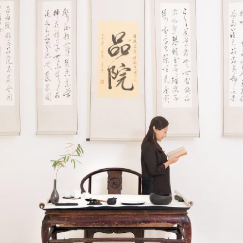 """而茶席设计则以春夏秋冬四季为主题,根据中国传统二十四节气特点""""春生"""