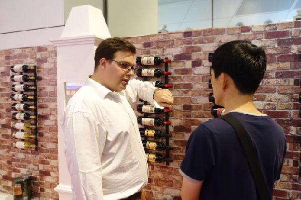 首届大连国际葡萄酒博览会启幕