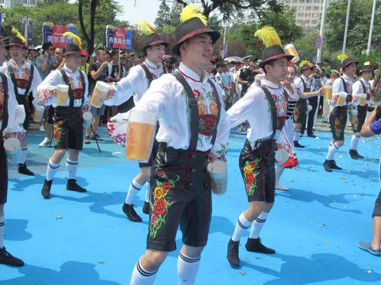23届青岛啤酒节图片_青岛国际啤酒节崂山会场开幕-中国日报网