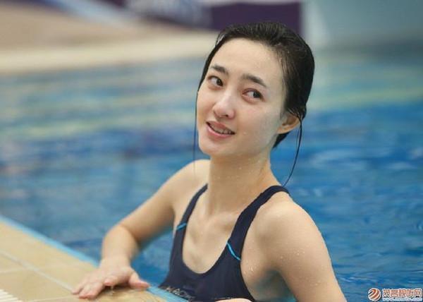 素颜美女王丽坤在跳水节目里的惊艳亮相