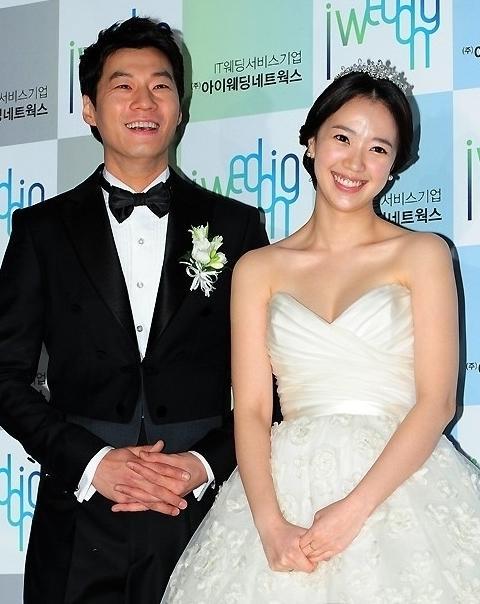 李天熙全慧珍早在结婚前就通过粉丝论坛公开了未婚先孕的事情,赢得了